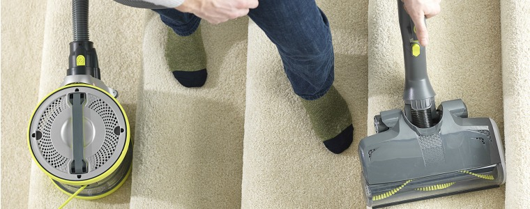 FIT Vacuuming stairs